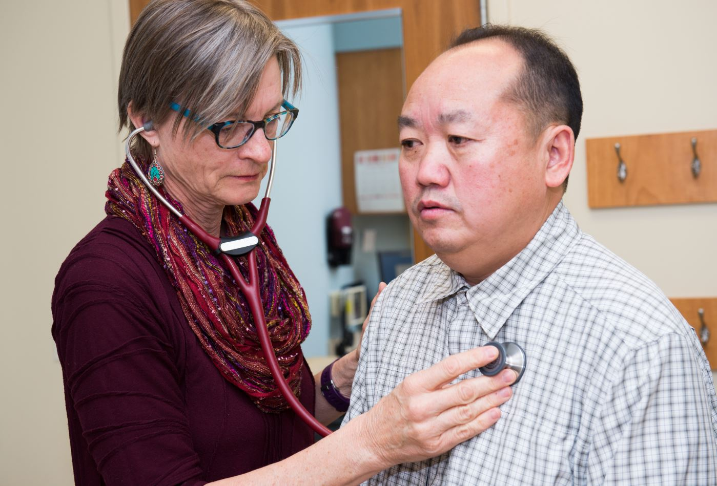Doctor with Hmong patient Saint Paul